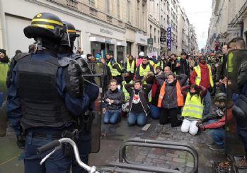 Polis Sarı Yelekliler sanıp yaşlıları dövdü!