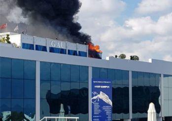 Üniversitede çıkan yangın korkuttu!