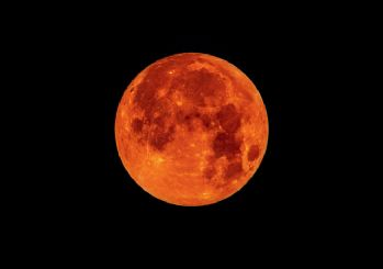 Ay'ın gizli renkleri!