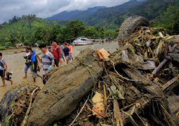 Endonezya'da sel felaketi! Ölü sayısı 70'e yükseldi