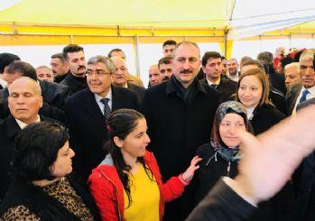 Adalet Bakanı Gül: Millet darbeyle mücadele ederken sen nasıl içersin?