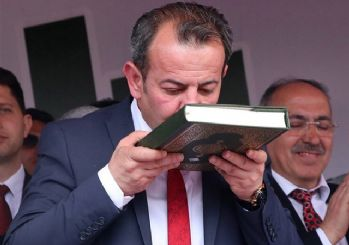 Bolu'da CHP'li Başkan Kuran'a el basıp yemin ederek görevine başladı