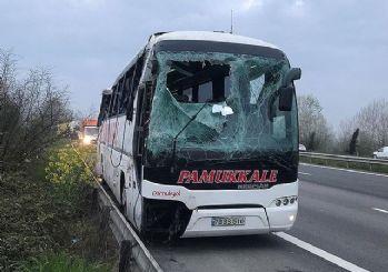 Sakarya'da otobüs devrildi: 30 yaralıdan 5'inin durumu ağır