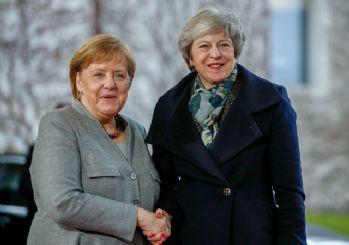 Merkel, Berlin'e gelen May'i karşılamayı unuttu