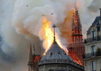 Katedrali'n çatısı çöktü! Yangın söndürülemiyor