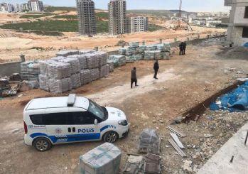 El ele inşaattan atlayan 2 kız yaralandı
