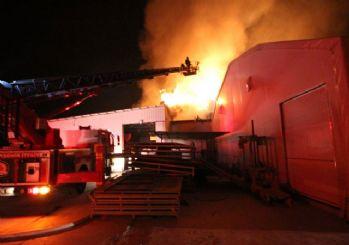 Denizli'de tekstil fabrikası yanıyor!