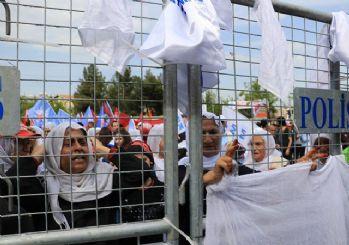 Diyarbakır 1 Mayıs mitinginde beyaz tülbent gerginliği