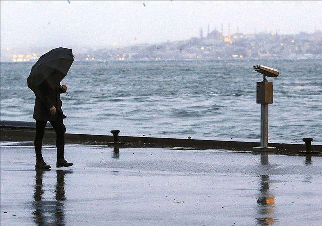İstanbul'da peş peşe şimşekler!