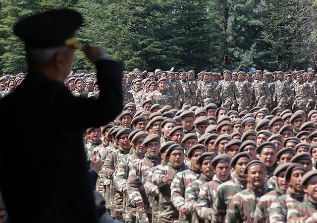 Yeni askerlik yasası salı günü Meclis'te