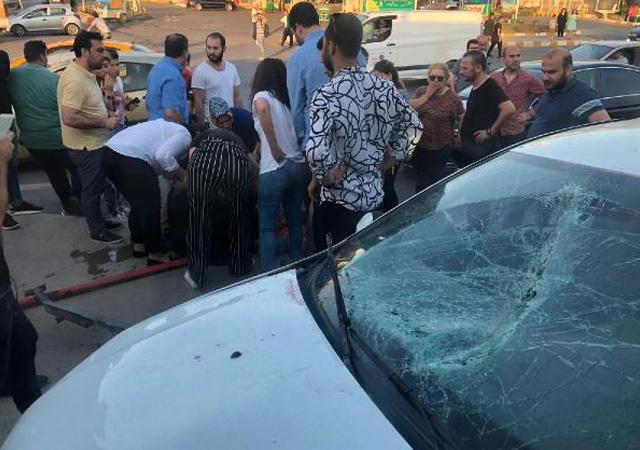 Güngören'de otomobil tramvaya çarptı