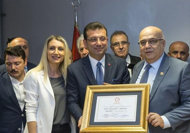 İmamoğlu, Belediye Başkanlığı görevini devraldı