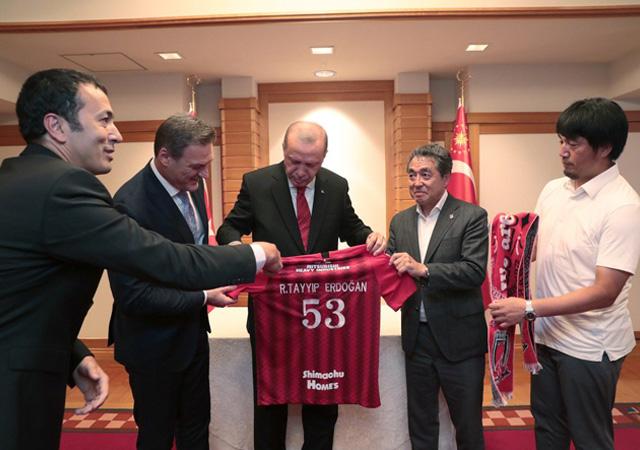 Erdoğan Urawa Red Diamonds Futbol Kulübü yöneticileriyle görüştü