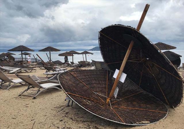 Yunanistan'da fırtına nedeniyle 6 turist yaşamını yitirdi