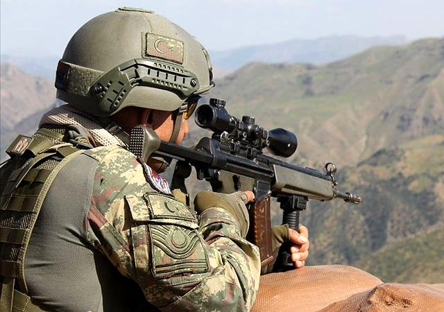 Hakkari'de çatışma: 3 askerimiz şehit oldu!