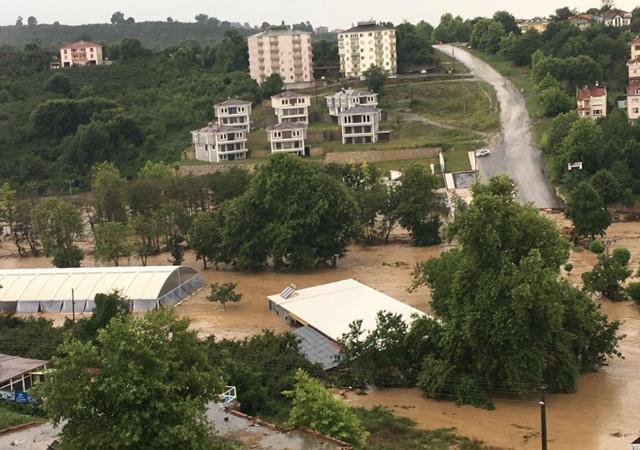 Düzce'de sel felaketi: 21 kişi kurtarıldı