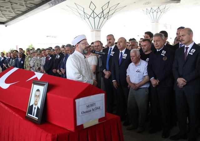 Erbil'de şehit edilen diplomat toprağa verildi