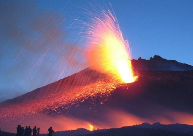 Etna Yanardağı'nda patlama yaşandı!