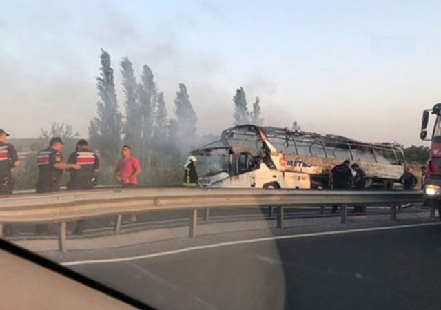 Manisa'da bir yolcu otobüsünde yangın: Yolcular tahliye edildi