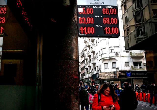 Seçimden sonra Arjantin'de ekonomi çöktü
