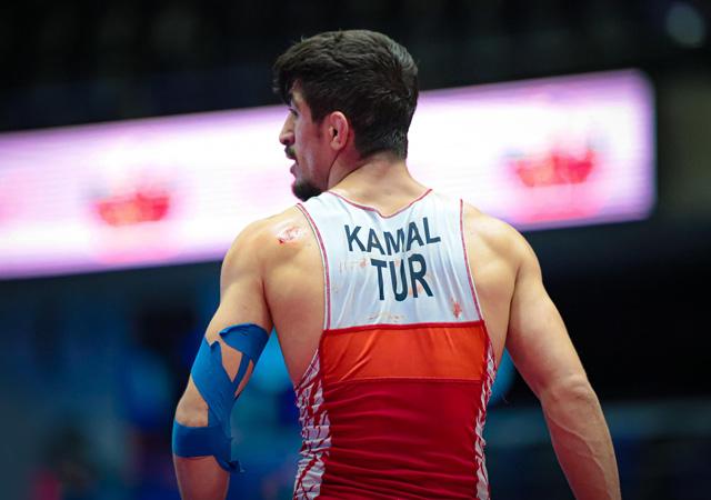 Genç güreşçi Kerem Kamal Dünya Şampiyonu oldu