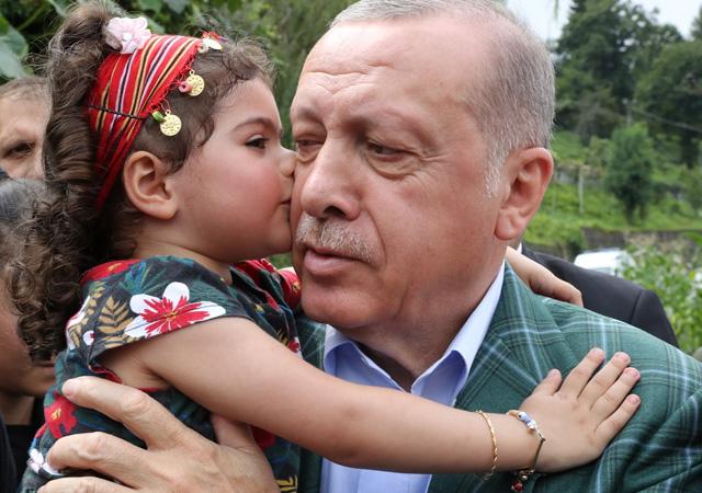 Erdoğan: İstanbul'u sel bastı beyefendi tatilde