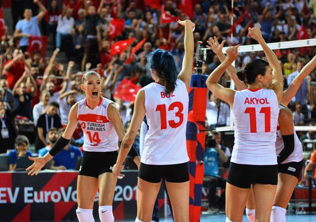 Türk A Milli Kadın Voleybol Takımı Avrupa'da yarı finalde