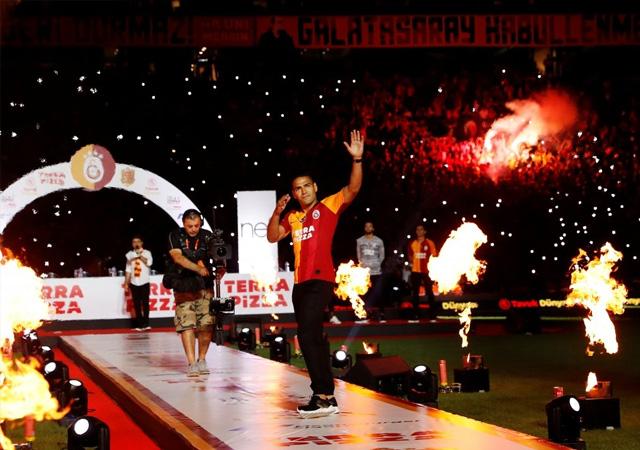 Galatasaray'da görkemli imza töreni: Falcao'ya yoğun ilgi
