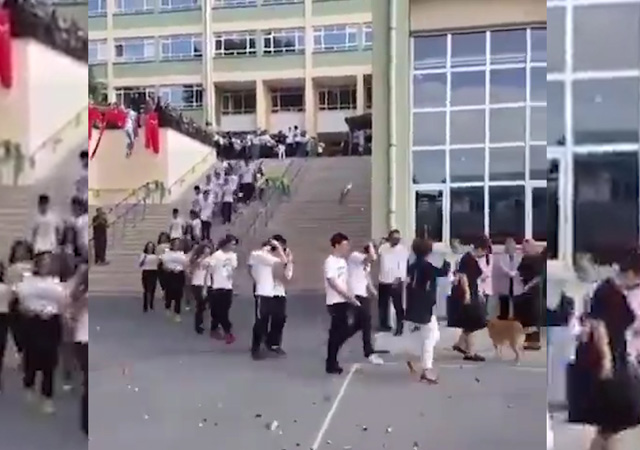 Kadıköy'de yeni öğrenciler simit atılarak karşılandı