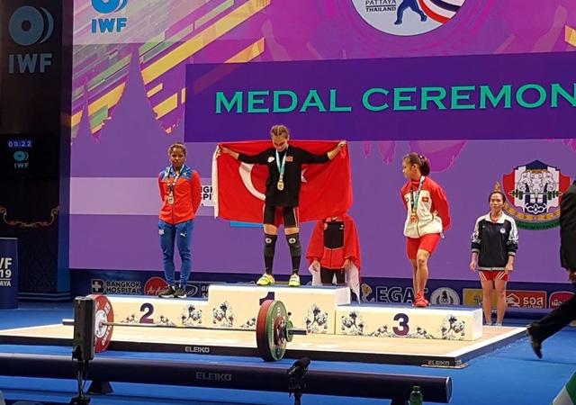 Türk milli halterci Şaziye Erdoğan, dünya şampiyonu