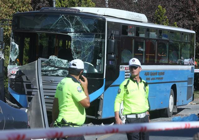 Ankara'da halk otobüsü durağa girdi: 3 ölü