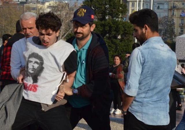 Taksim Meydanında Rabia Naz için adalet! diyen öğrenciler polis tarafından gözaltına alındı