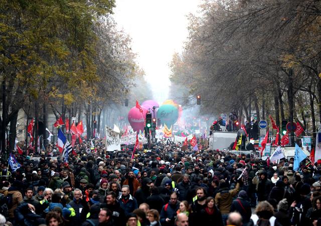Fransa'da dev grev: Hayat durdu!