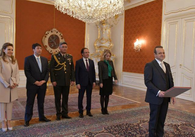 Egemen Bağış, Çekya Cumhurbaşkanı'na güven mektubunu sundu