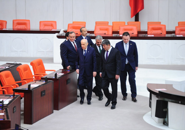 Libya tezkeresi Meclis'ten geçti