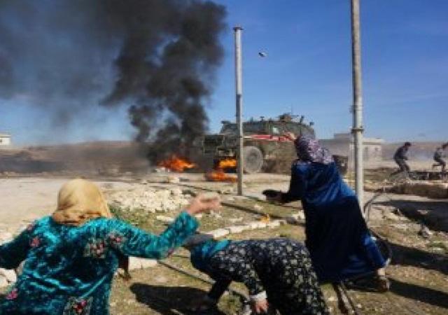 Kobani'de Türk askerine saldırı