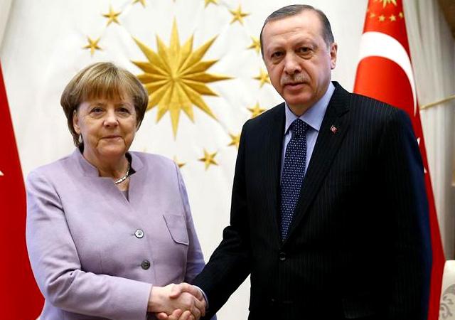 Rumlardan Merkel'e Türkiye telefonu