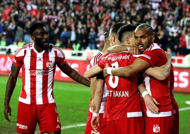 Sivasspor'dan Galatasaray'a çelme! 2-2