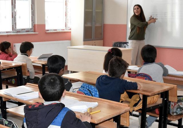 MEB, tatil süresince öğretmenlere 15 saat ek ders ücreti ödeyecek