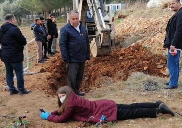 Rektör yerli tohum üretim tarlasına dozerle girdi! Kadın profesör kepçenin önüne yattı
