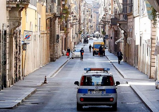 İtalya'da ölü sayısı 8 bin 165'e yükseldi