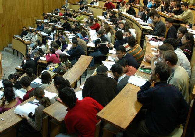 Üniversite öğrencileri, kayıtlarını dondurabilecek