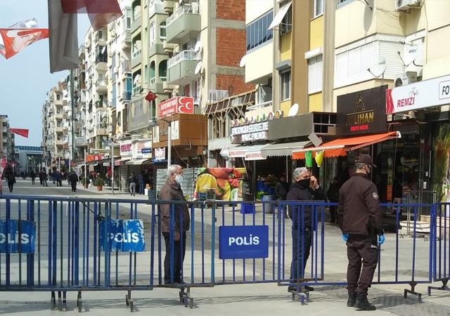 İzmir'in işlek caddesi barikatla kapatıldı
