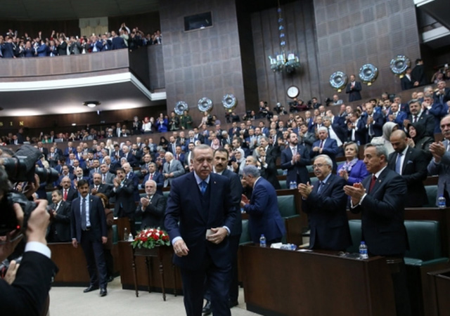 AK Parti'den üniversiteler için kanun teklifi