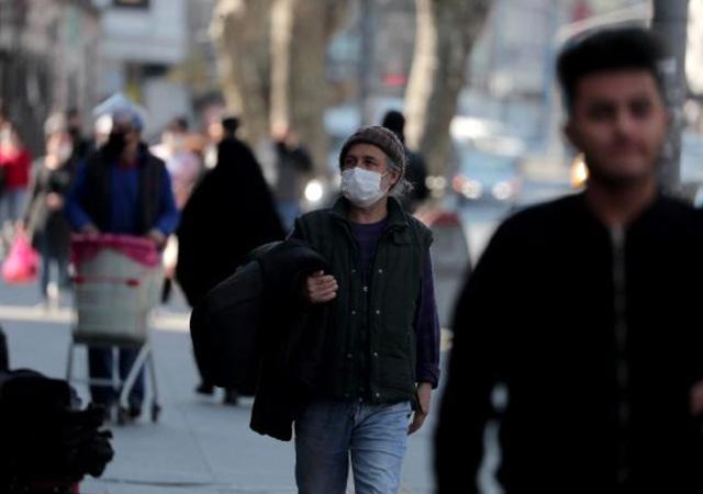 İstanbul'da sosyal mesafe kuralı hiçe sayıldı