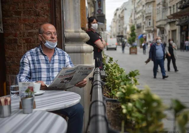 Kafe ve restoranlar yeniden açıldı