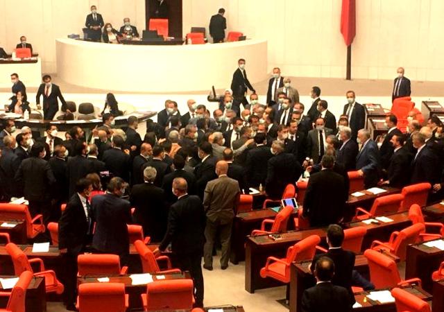 Meclis'te ortalık karıştı... Bağırma lan!