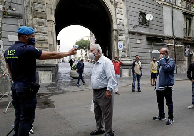 İtalya, koronavirüs riski taşıyan ülkelerden yolcu girişini yasakladı