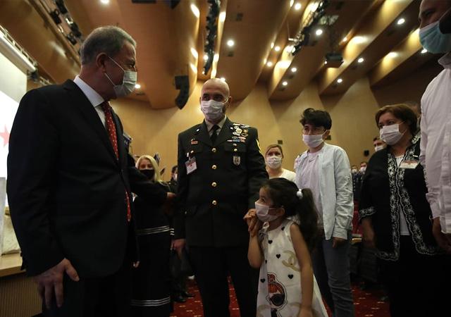 Akar: TSK'nın şanlı üniformasını hiçbir hainin taşımasına müsaade etmeyeceğiz