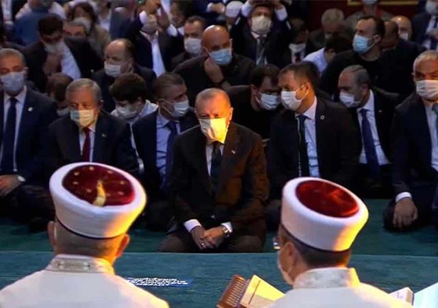 Cumhurbaşkanı Erdoğan Ayasofya'da Kuran okudu